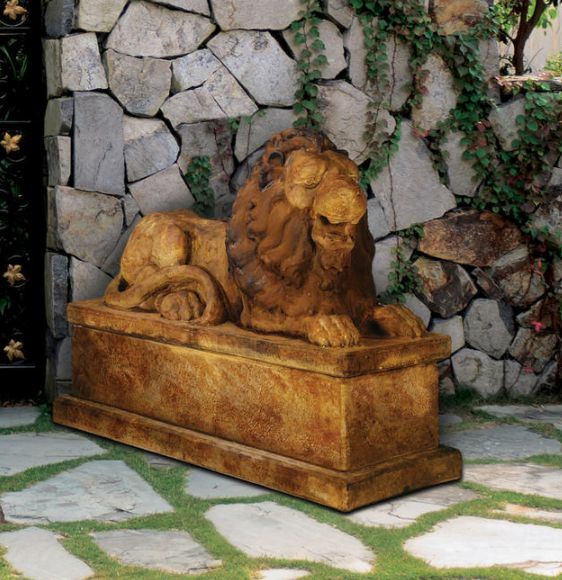 Royal Lion Reclining (right) by Henri Studio