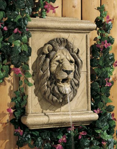 Lion Wall Plaque (piped) by Henri Studio